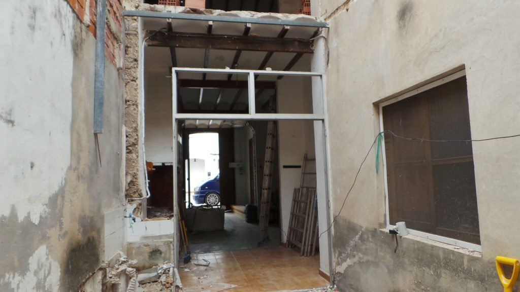 knocking down walls on our spanish renovation | metcalfememoir.co.uk