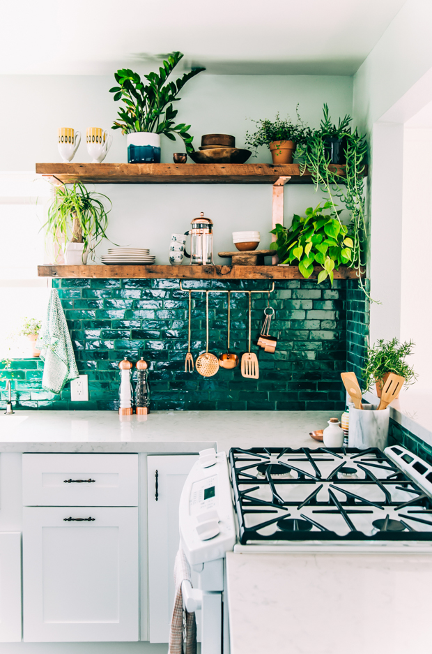 Green kitchen splash backs. Image source redonline.co.uk