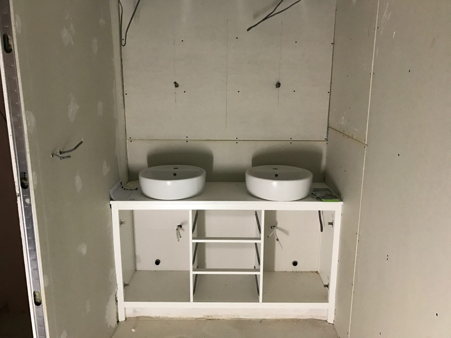 Ensuite Sink Unit Pego Month 4 Progress